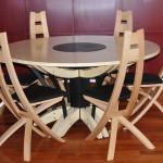 Chaises contemporaines et table personnalisé sur mesure